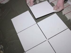 Come installare un pavimento caldo sotto la piastrella varietà di