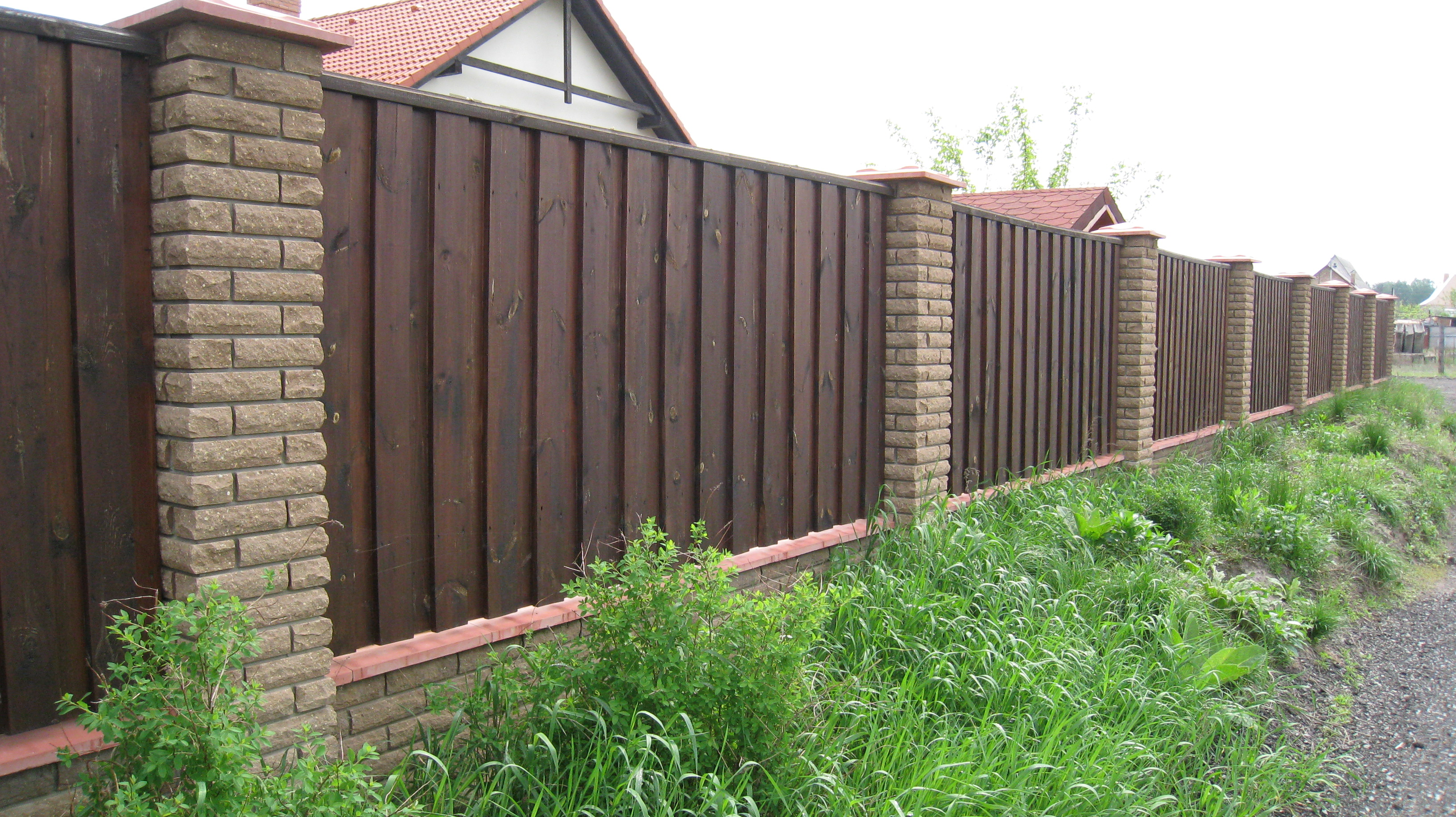 We install the fence from the proflist by our own hands