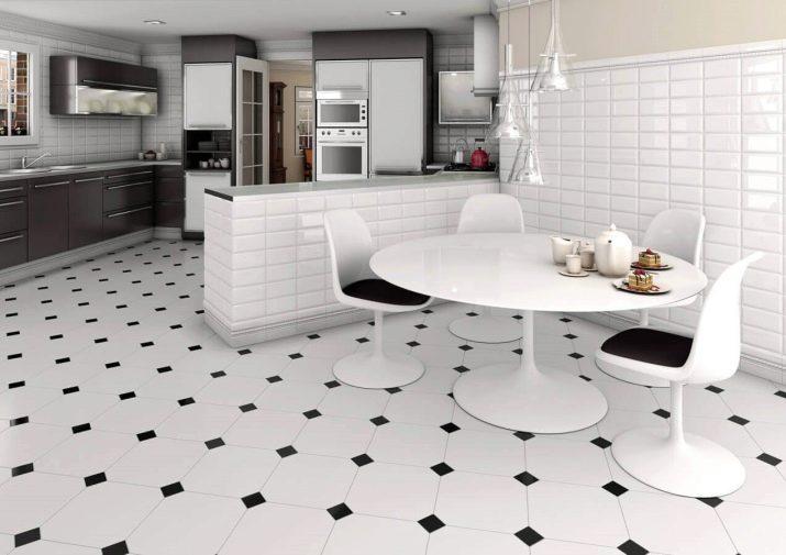 Piastrelle ceramiche per l\'area di lavoro in cucina. Piastrelle per ...