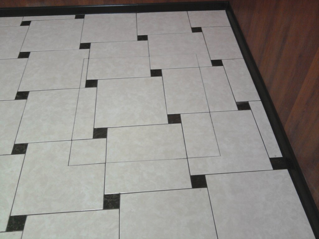 Lay-outs van tegels in de badkamer en het toilet. Overzicht van de ...